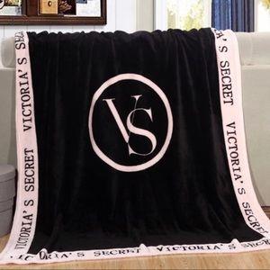 ⚠️Victoria's Secret FLeece Blanket ⚠️
